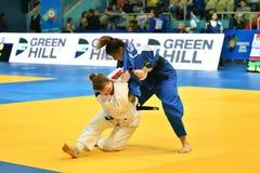 Orenburg, Russia - anno 2018 dei 12-13 maggio: Le ragazze fanno concorrenza nel judo Fotografia Stock Libera da Diritti