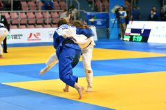 Orenburg, Russia - anno 2018 dei 12-13 maggio: Le ragazze fanno concorrenza nel judo Immagini Stock Libere da Diritti