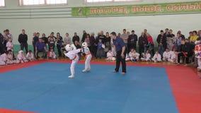Orenburg, Russia - 7 aprile 2019 anno: I ragazzi fanno concorrenza nel karatè archivi video