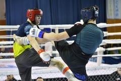 Orenburg, Russia - 18 febbraio 2017 anno: I combattenti fanno concorrenza in arti marziali miste Fotografia Stock Libera da Diritti