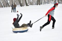 Orenburg, Russia - 26 gennaio 2017 anno: Gioco degli studenti nei giochi di inverno Immagine Stock Libera da Diritti
