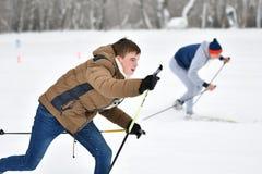 Orenburg, Russia - 26 gennaio 2017 anno: Gioco degli studenti nei giochi di inverno Fotografia Stock