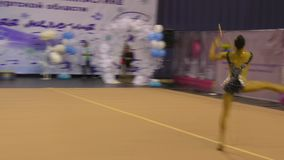 Orenburg, Russia - 25 novembre 2017 anno: le ragazze fanno concorrenza in ginnastica ritmica stock footage