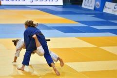 Orenburg, Russia - 21 ottobre 2016: Le ragazze fanno concorrenza nel judo Fotografia Stock Libera da Diritti