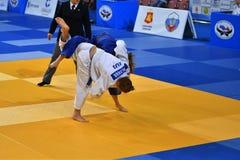 Orenburg, Russia - 21 ottobre 2016: Le ragazze fanno concorrenza nel judo Immagini Stock