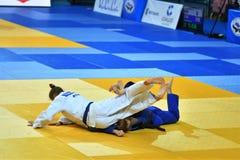 Orenburg, Russia - 21 ottobre 2016: Le ragazze fanno concorrenza nel judo Immagini Stock Libere da Diritti