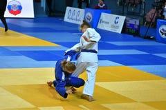 Orenburg, Russia - 21 ottobre 2016: Le ragazze fanno concorrenza nel judo Fotografie Stock Libere da Diritti