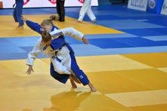 Orenburg, Russia - 21 ottobre 2016: Le ragazze fanno concorrenza nel judo Fotografie Stock