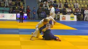 Orenburg, Russia - 21 ottobre 2017: Le ragazze fanno concorrenza nel judo al torneo tutto russo di judo fra i ragazzi e le ragazz stock footage
