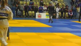 Orenburg, Russia - 21 ottobre 2017: Le ragazze fanno concorrenza nel judo al torneo tutto russo di judo fra i ragazzi e le ragazz archivi video