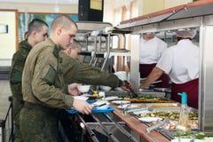 Orenburg, Russia, sala da pranzo in un'unità militare 05 16 2008 immagine stock
