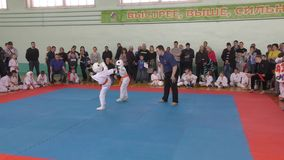 Orenburg, Russland - 7. April 2019 Jahr: Jungen konkurrieren im Karate stock video