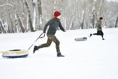 Orenburg, Russland - 26. Januar 2017 Jahr: Studentenspiel in den Winterspielen Stockbilder