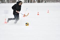 Orenburg, Russland - 26. Januar 2017 Jahr: Studentenspiel in den Winterspielen Stockfotografie