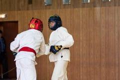Orenburg, Russland - 14. Mai 2016: Die Jungen konkurrieren im Handgemenge Lizenzfreies Stockbild