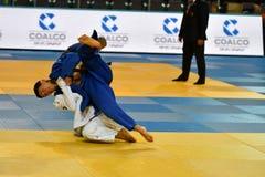Orenburg, Russland - 21. Oktober 2016: Jungen konkurrieren im Judo Lizenzfreies Stockfoto