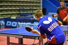 Orenburg, Russland - 15. September 2017 Jahr: Jungen, die Klingeln pong spielen Stockbilder
