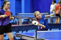 Orenburg, Russland - 15. September 2017 Jahr: Mädchen, das Klingeln pong spielt Stockfotos