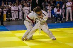 Orenburg Ryssland - 16 April 2016: Pojkar konkurrerar i judon Arkivbild