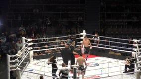 Orenburg, Ryssland - 30 augusti 2019: Män tävlar om MMA - M - 1 utmaning 104 stock video
