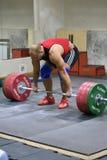 Orenburg Ryssland - 15 - 17 Dezember Jahr 2017: Män konkurrerar i tyngdlyftning Arkivfoton