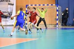 Orenburg Ryssland - 11-13 Februari 2018 år: pojkelek i handboll Arkivfoto