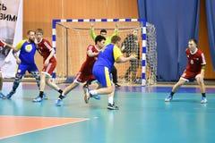 Orenburg Ryssland - 11-13 Februari 2018 år: pojkelek i handboll Royaltyfri Foto