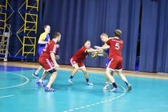 Orenburg Ryssland - 11-13 Februari 2018 år: pojkelek i handboll Royaltyfria Bilder
