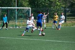 Orenburg Ryssland - 12 Juni 2016: Fotboll för flickalekkortkort Arkivbild