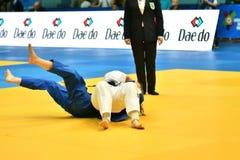 Orenburg Ryssland - Maj 12-13 år 2018: Flickor konkurrerar i judon Royaltyfria Foton