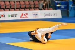 Orenburg Ryssland - Maj 12-13 år 2018: Flickor konkurrerar i judon Royaltyfri Foto
