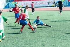Orenburg Ryssland - 31 Maj 2015: Pojkelekfotbollen Arkivbilder