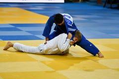 Orenburg Ryssland - 21 Oktober 2016: Pojkar konkurrerar i judon Arkivfoton