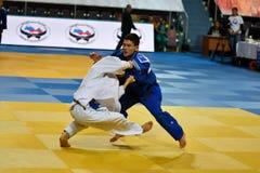 Orenburg Ryssland - 21 Oktober 2016: Pojkar konkurrerar i judon Fotografering för Bildbyråer
