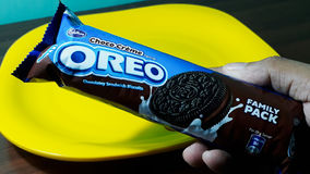 Oreo biscuit packet. In the hand Royalty Free Stock Photography