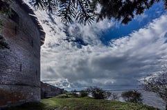 Oreshek forteca jest antycznym Rosyjskim fortecą na dokrętki wyspie przy źródłem Neva rzeka zdjęcie royalty free