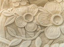 OREWA NZ - MARS 23: Sandskulptur av blommor på den Orewa sandslottkonkurrensen Mars 23 2019 royaltyfri foto