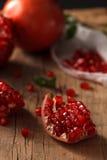 Orgánico fresco de la comida sana de la fruta de la granada Imagenes de archivo