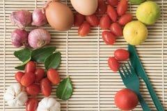 Orgânico orgânico de madeira de Tamato do ovo do alimento de Tamato WoodBackground do ovo de IngredientFood Foto de Stock