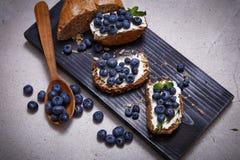 Orgânico suculento do mirtilo saudável saboroso do queijo creme do pão do alimento Imagens de Stock Royalty Free