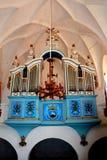Organ i den gamla stärkte kyrkliga Dirjiuen, Transylvania, Rumänien Arkivfoton