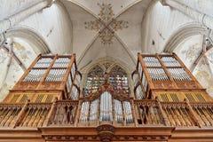 Organ i det kyrkliga helgonet Walburga i Oudenaarde Royaltyfria Bilder