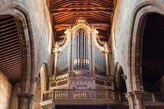 Organ i kyrka arkivbild