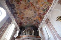 Organ i vår damkyrka i Aschaffenburg, Tyskland Arkivfoton