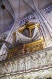 Organ.inside domkyrkan av toledo som befläckas Arkivbild