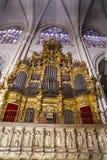 Organ.inside domkyrkan av toledo som befläckas Arkivfoton