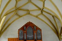 Organe à l'intérieur de la vieille église luthérienne saxonne médiévale dans Sighisoara, la Transylvanie, Roumanie image libre de droits