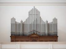 Organe au-dessus de l'entrée d'une église photographie stock libre de droits