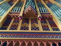 Organe coloré d'église photo stock