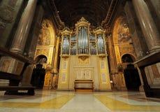 "Organe dans basilic de Sant ""Alessandro Zebedia image stock"